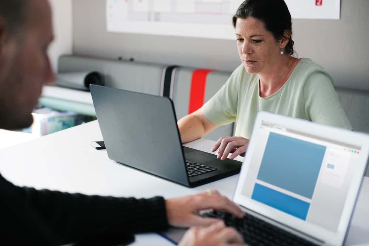 woman learning how to become a freelance proofreader