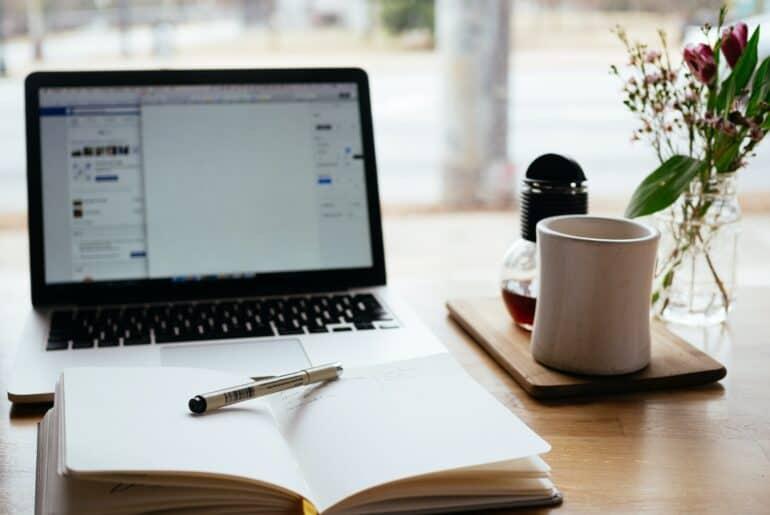 laptop for teaching on VIPKid